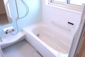 お風呂場の大掃除、ぬめりとカビを簡単に落とす方法とは?